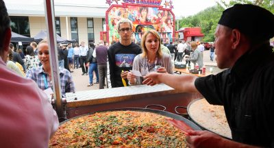 Extreme lunchbreak as more than 1,500 people who work at The Oxford Science Park enjoy paella and fun fair